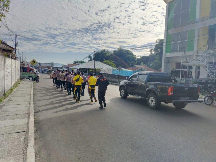 Jaga Kekompakan Dan Kesiapsiagaan, Sat Samapta Polres Manggarai Olahraga Lari Keluar Mako.