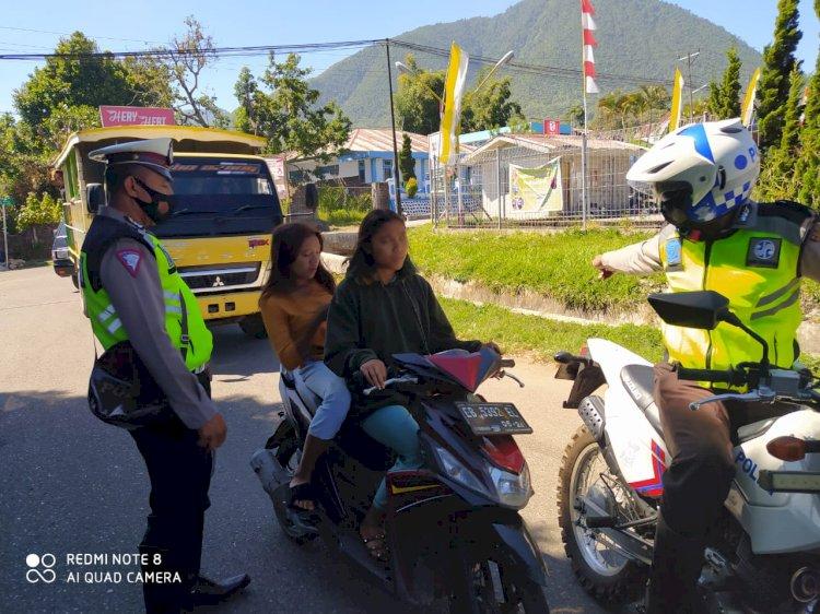 Lakukan Patroli Seputaran Kota Ruteng, Sat Lantas Polres Manggarai Razia Masker.