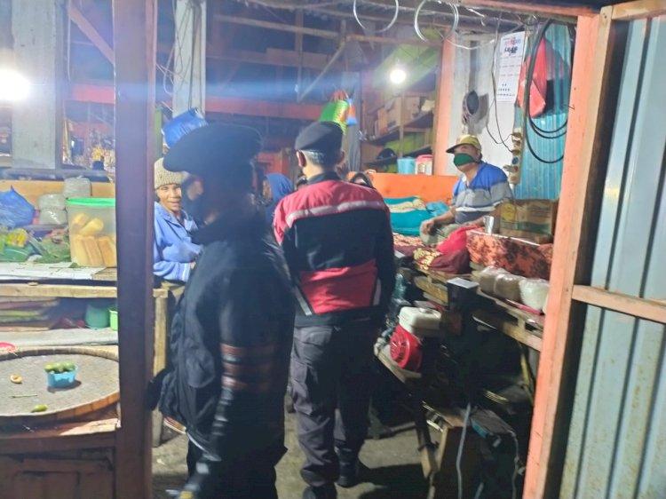 Himbau Pakai Masker, Sat Samapta Polres Manggarai Datangi Pasar.