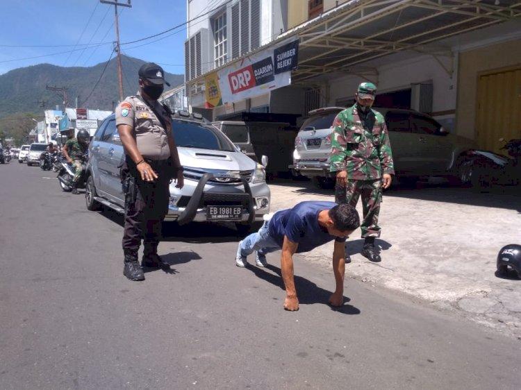 TNI-Polri Bersama Pemda Beri Sanksi Push-Up Bagi Warga Yang Tidak Menggunakan Masker.