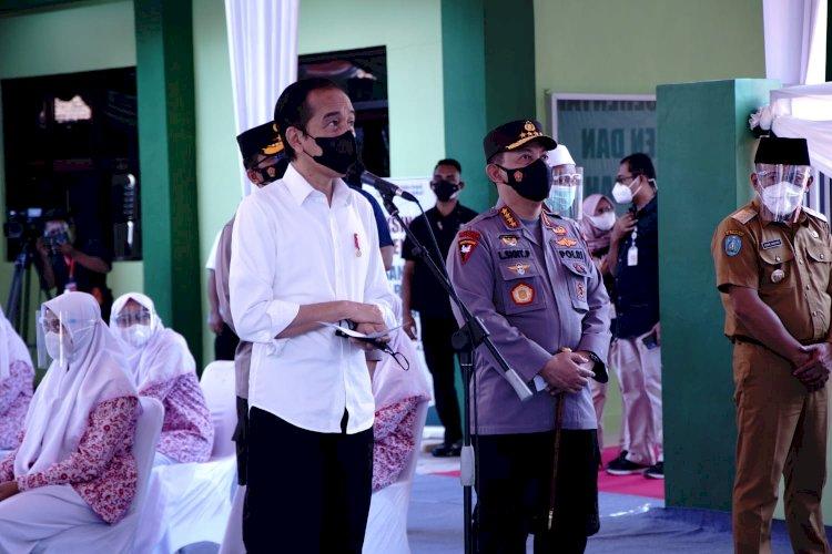 Presiden dan Kapolri Tinjau Vaksinasi Merdeka di Ponpes dan Tempat Ibadah Se-Indonesia