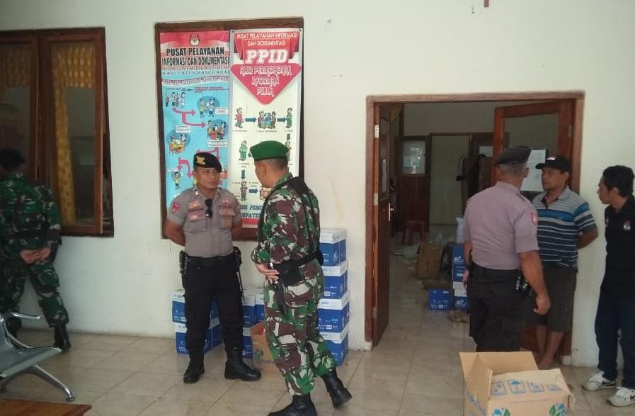 Waspada dan tetap Sinergi: Kasi Propam Polres Manggarai ingatkan Personil PAM KPU