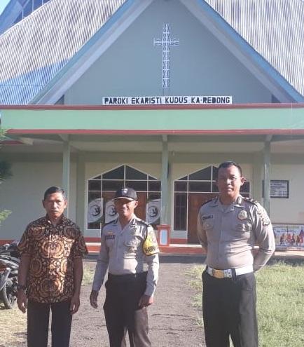 Kasi Propam Polres Manggarai pimpin Pengamanan Ibadah di Gereja Ekaristi Kudus Ka Redong