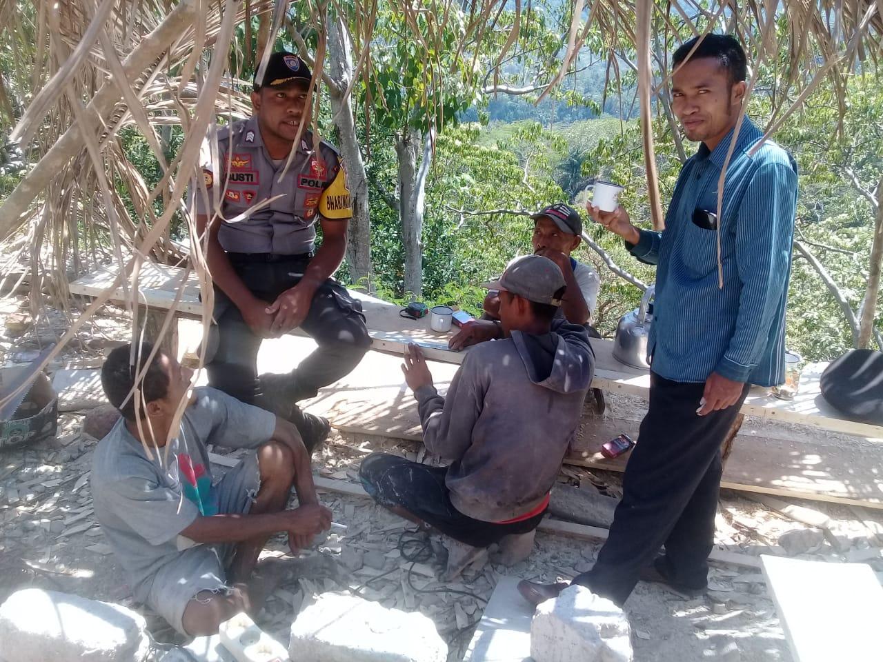 Patroli dan Sambang | Bhabinkamtibmas Desa Golowoi, titip pesan Kamtibmas
