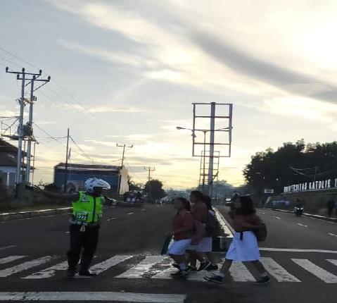 Wujud Yanmas   Satuan Lalu Lintas Polres Manggarai Rutin Gatur Pagi