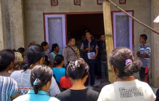 Bhabinkabtimas Desa Buar Laksanakan Pengamanan Pembagian Bansos