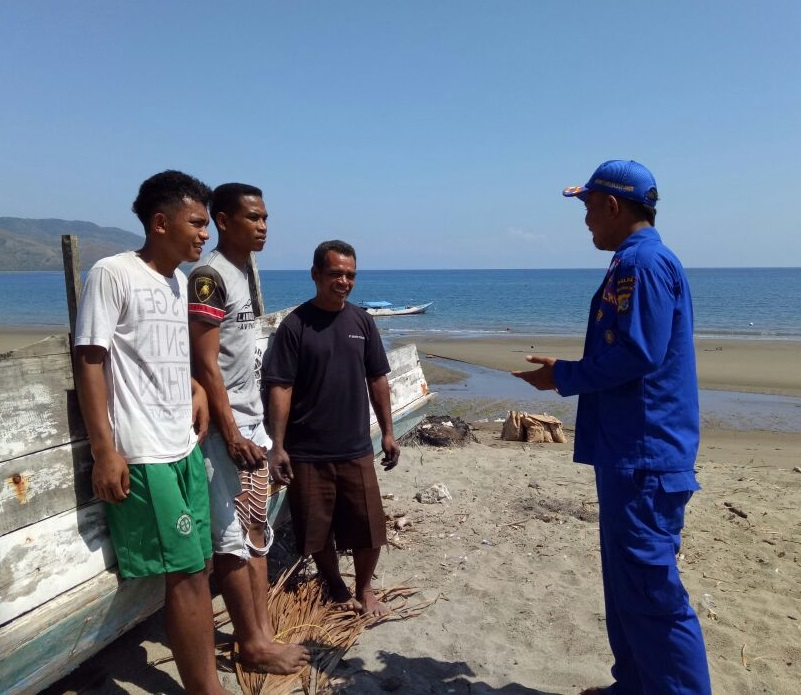 Sambang Warga Pesisir Kampung Ojang, Personil Satuan Polairud Polres Manggarai Titip Pesan Kamtibmas