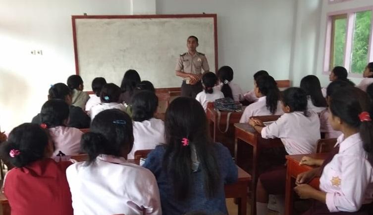Sosialisasi Penerimaan Anggota Polri TA. 2020 | Bag Sumda Polres Manggarai Kunjungi SMAN 1 Langke Rembong